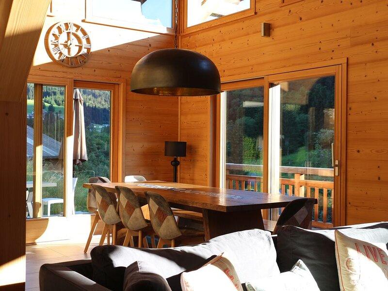Loutsa Chalet de Luxe avec jacuzzi à Châtel, aluguéis de temporada em Haute-Savoie