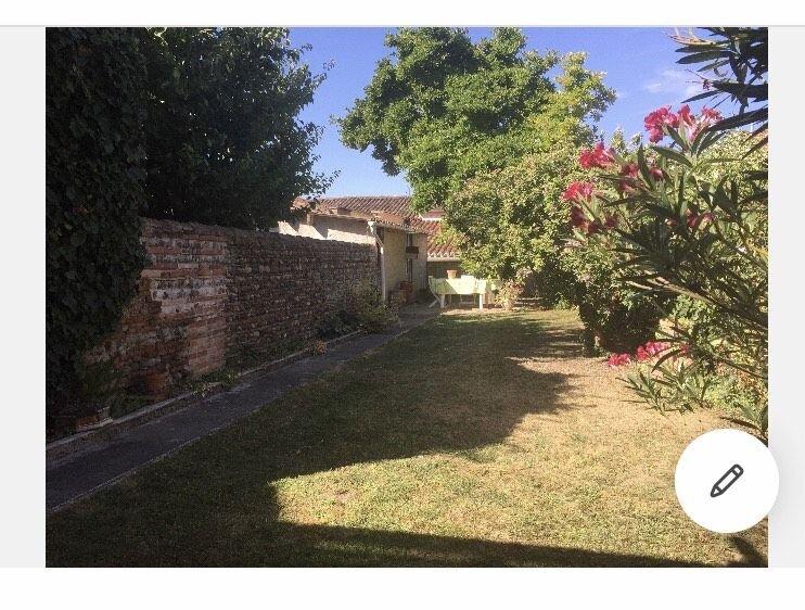 Grande maison de ville dans la bastide de Grenade 6 personnes, holiday rental in Aussonne
