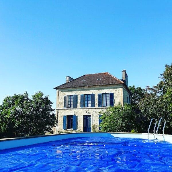 La maison m : gite de charme pour 10 personnes (ancien presbytère), location de vacances à Saint-Loup-de-Fribois