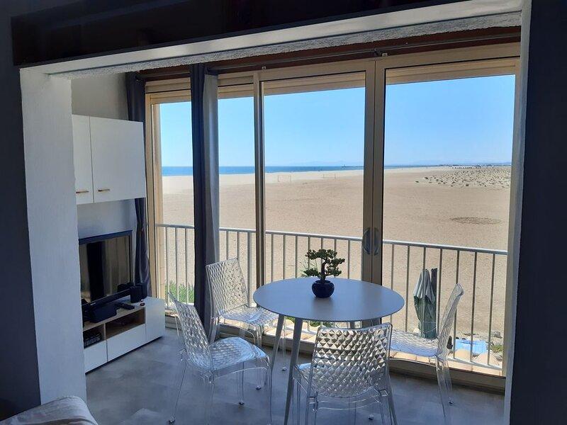 Appartement Duplex sur la plage vue mer et montagne, alquiler de vacaciones en Aude