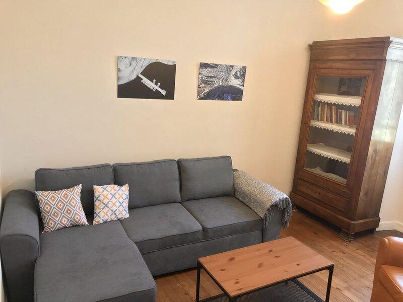 Lourdes Appartement de caractère indépendant rez de chaussée proche centre ville, aluguéis de temporada em Hautes-Pyrenees