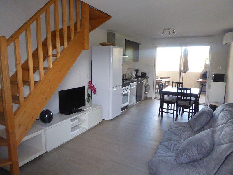 Appartement T2, 40 m2 à 350m plage des Lecques,au calme.Climatisé.Parking privé, holiday rental in Saint-Cyr-sur-Mer