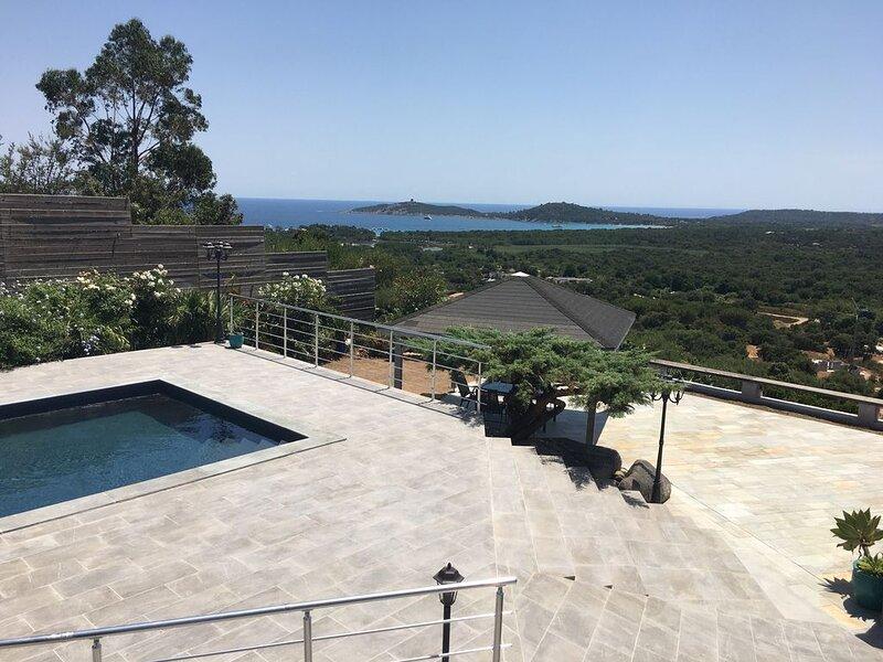 Pinarellu, Villa de Charme, splendide vue mer et piscine, holiday rental in Pinarellu