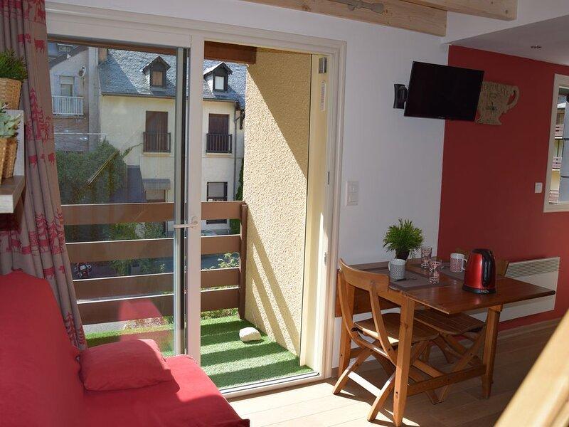 Appartement claire, avec parking prive, residence calme., Ferienwohnung in Cauterets