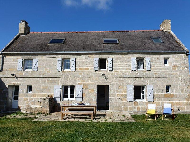 Grande maison, plein sud,  face à l'océan entre Audierne et la Pointe du raz, holiday rental in Cleden-Cap-Sizun