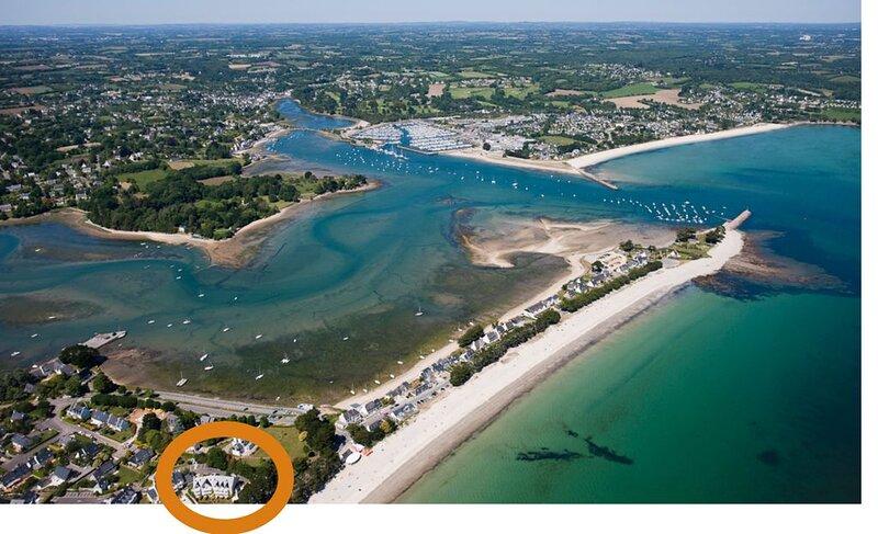 Appartement VUE MER refait à neuf, face à la plage, piscine chauffée, terrasse, holiday rental in Fouesnant