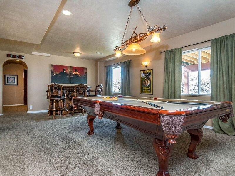 Spectacular Views! Luxury Home * Billiards * Huge Deck * Hot Tub * Theater, casa vacanza a Alpine