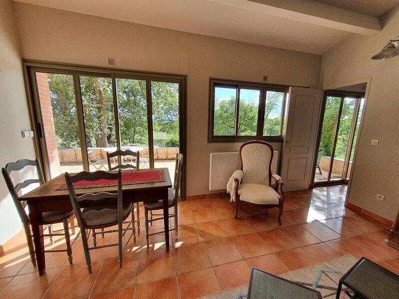 Petite maison individuelle de charme  climatisée, holiday rental in Les Milles