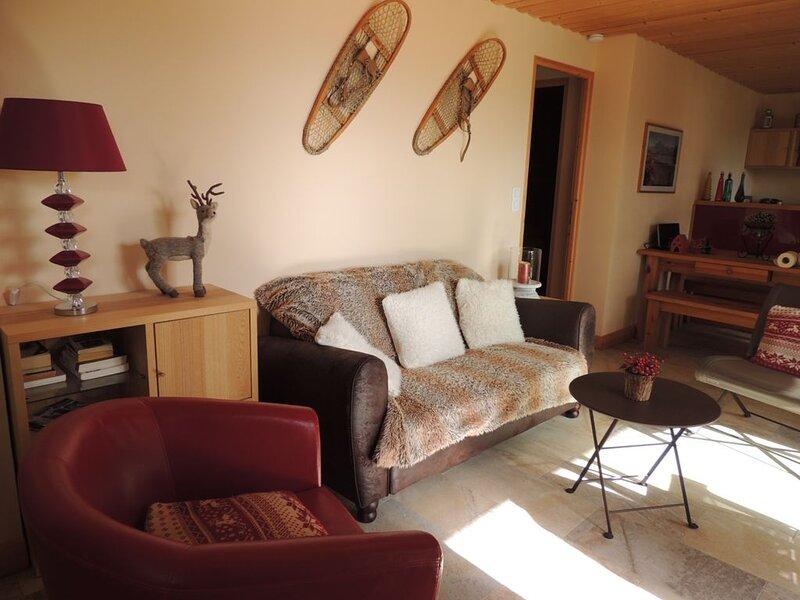 Appartement SAPIN dans chalet avec vue sur le lac de Matemale, holiday rental in Les Angles