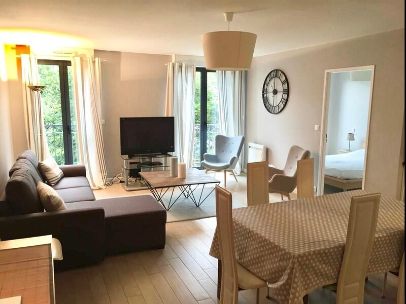 � Très belle appartement cosy et neuf en plein coeur de Luchon�, holiday rental in Bagneres-de-Luchon