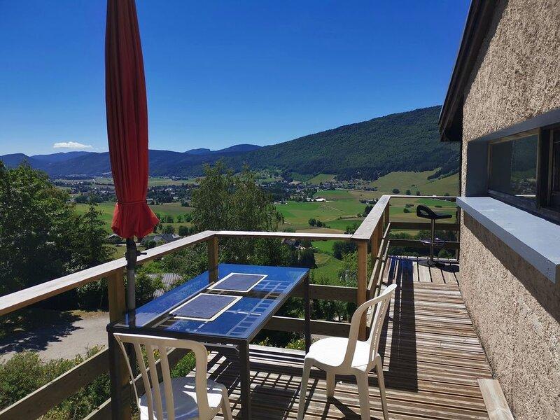 Maison  avec vue exceptionnelle sur le Vercors. Chèques vacances. proche pistes, holiday rental in Autrans