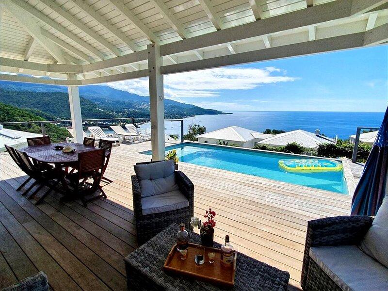Magnifique villa vue mer et piscine au sel - Emplacement exceptionnel, holiday rental in Mahaut