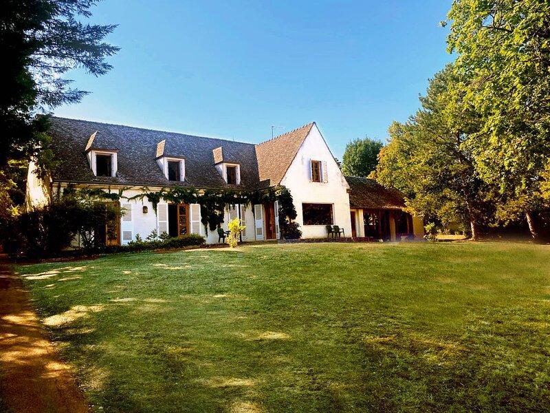 Authentique et superbe propriété située à Beaune avec piscine, tennis, pétanque, alquiler de vacaciones en Beaune