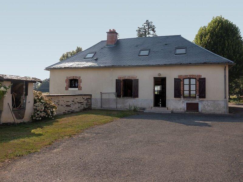 maison de campagne rénovée, vacation rental in Chateau-Chervix