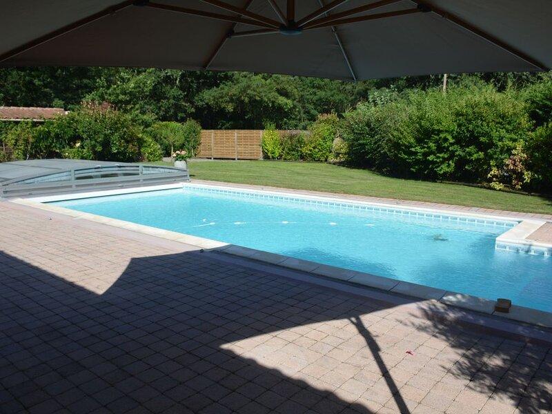 Villa 5* de haut standing avec piscine/boulodrome, près de Moliets Plage et Golf, Ferienwohnung in Saint-Michel-Escalus
