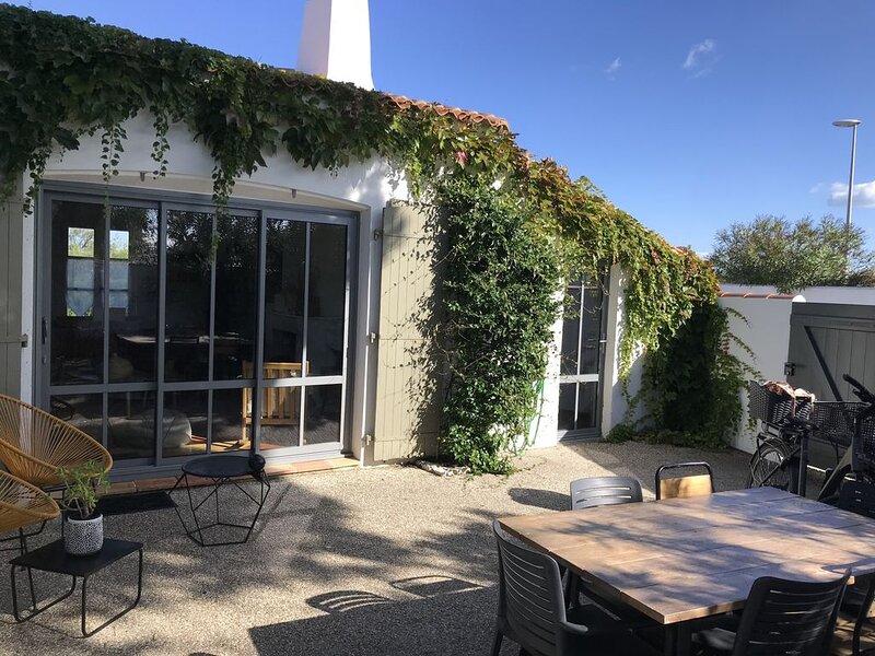 Charmante maison de vacances pour 5 personnes exposée plein sud e plein sud, holiday rental in Ars-en-Re
