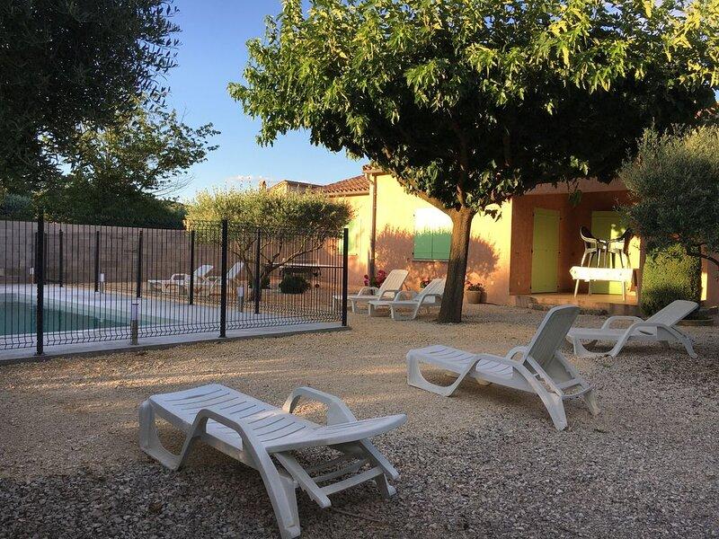Villa chaleureuse spacieuse proche des Gorges (7km) clim piscine grand jardin, aluguéis de temporada em Ardeche