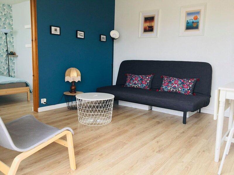 Bleu salé , appartement avec balcon proche de la plage et du port, location de vacances à Ver-sur-Mer