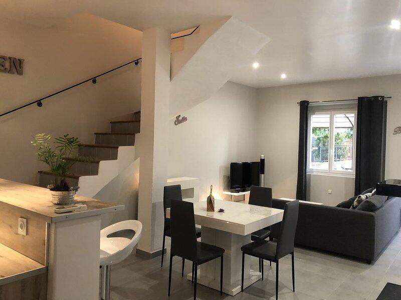 Maison tendance avec jardin, centre village, Alpilles, familles, jeunes couples, holiday rental in Eyragues
