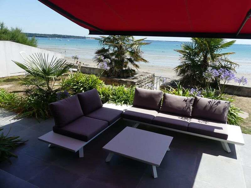 Exceptional apartment facing the sea DIRECT ACCESS PRIVATE BEACH -Internet WiFi, vacation rental in Fouesnant