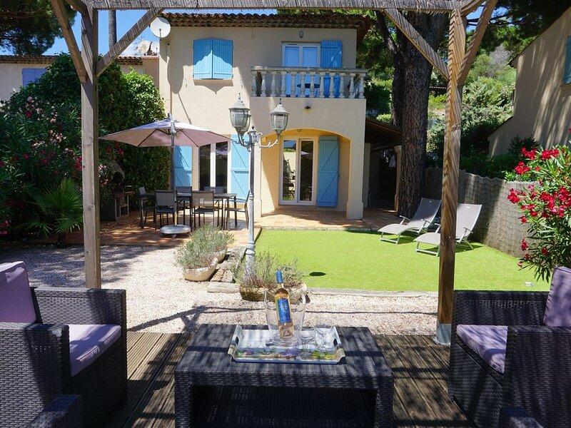 Sainte-Maxime, villa provençale, plage à pied, piscine, proche commerces, Ferienwohnung in Ste-Maxime