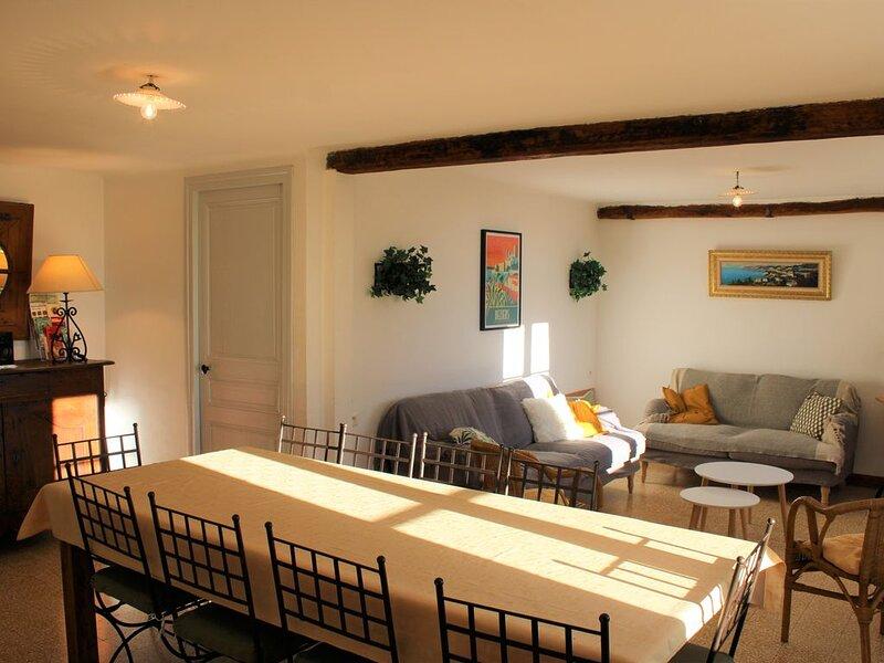 Gîte rural avec terrasse, piscine partagée, calme, proche Canal du Midi, holiday rental in Beziers