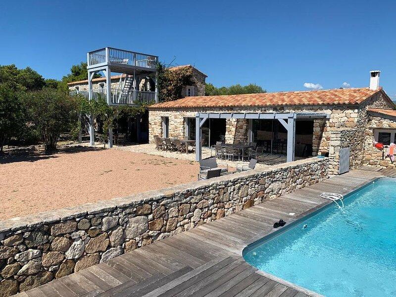 Au cœur du domaine du golf de Sperone et à deux pas de la plage de Ciappili, casa vacanza a Bonifacio