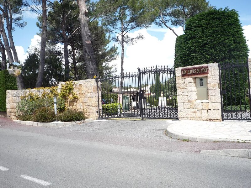 T 4 HAUT DE GAMME MOUGINS, vacation rental in Mougins