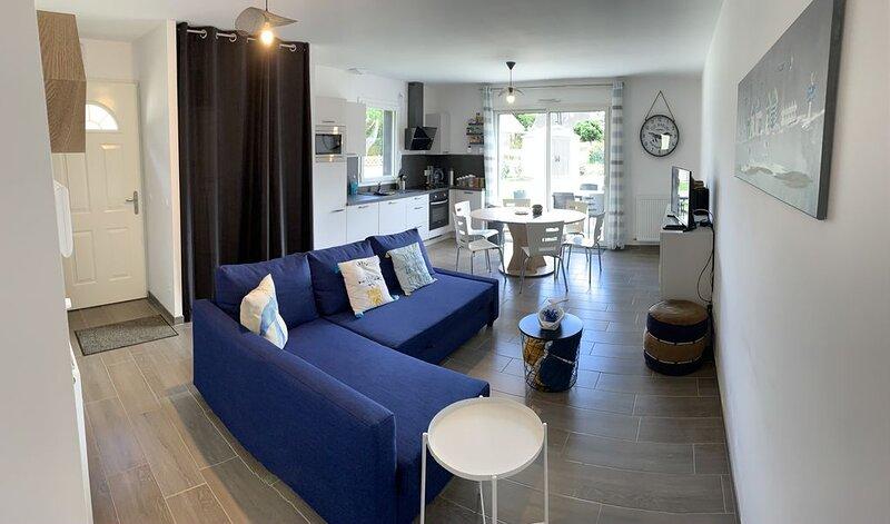 Maison lumineuse à 150 mètres de la plage, alquiler de vacaciones en Saint-Jean-de-la-Riviere