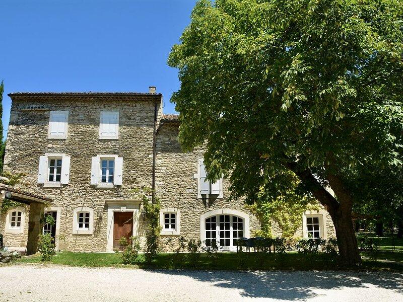 Maison provençale avec piscine chauffée au bord du Lez, location de vacances à La Baume-de-Transit