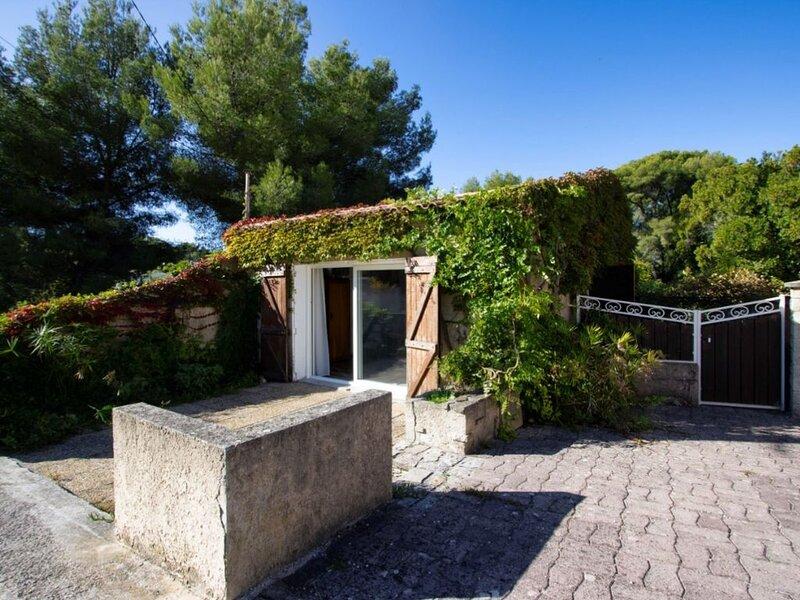 Maison T1/T2 à La Ciotat. Rénovée, climatisation, jardin, WIFI, location de vacances à La Ciotat
