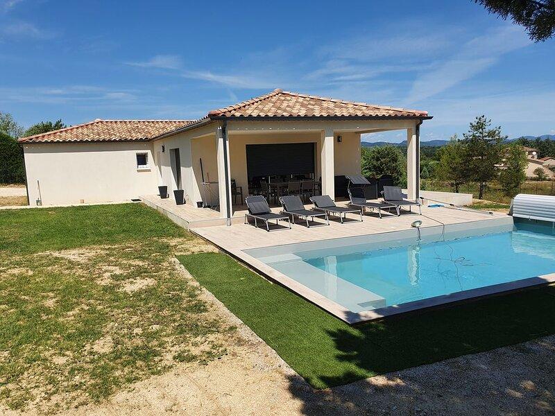 Villa climatisée, 8 personnes, Piscine individuelle, Gard limite Ardèche, Uzès, aluguéis de temporada em Saint-Julien-de-Cassagnas