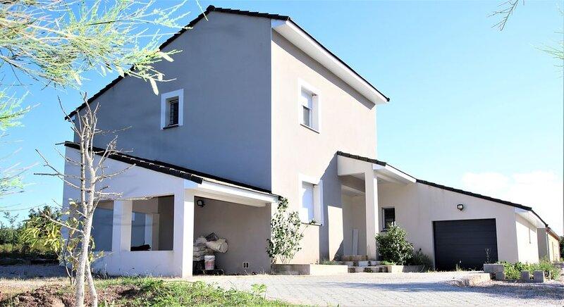 Villa moderne avec spa en pleine nature, aluguéis de temporada em Ceilhes-et-Rocozels