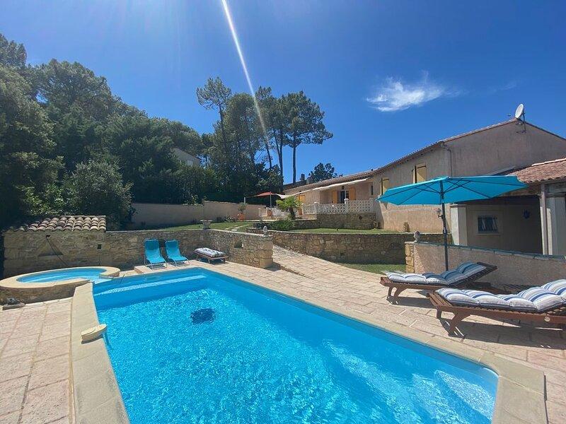 Belle maison avec piscine et superbe vue, holiday rental in Pouzilhac