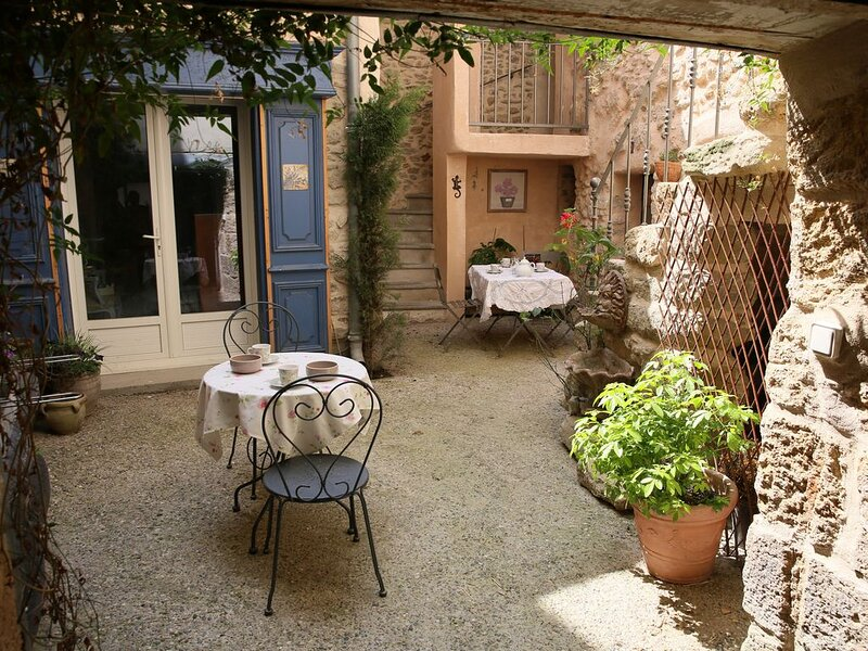 L'art de vivre provençal en plein coeur de l'Isle sur la Sorgue, holiday rental in L'Isle-sur-la-Sorgue