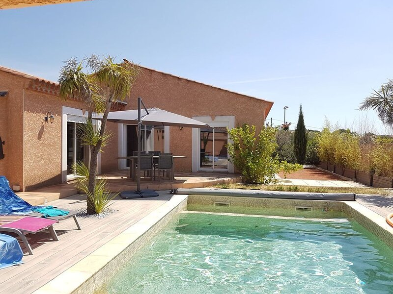 Villa 8 personnes avec piscine - jacuzzi privés, holiday rental in Pailhes