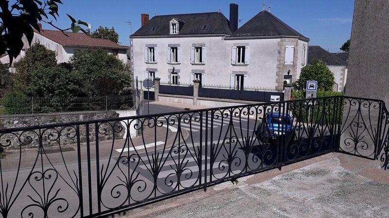 A 20 mn du PUY du FOU , proche  du MARAIS POITEVIN et à 1heure de l'ATLANTIQUE, holiday rental in Montournais
