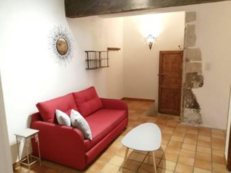 Maison de caractère avec terrasse sans vis à vis, holiday rental in Malataverne