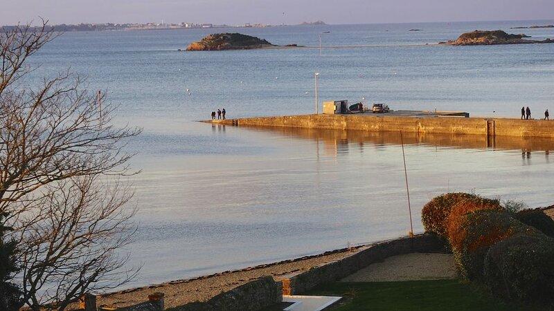 Maison d'exception • Vue sur mer & accès direct à la plage, location de vacances à Henvic
