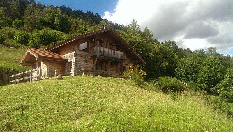 Chalet classé 4 étoiles pour 9 personnes, avec sauna, 5 minutes du centre., holiday rental in Wildenstein