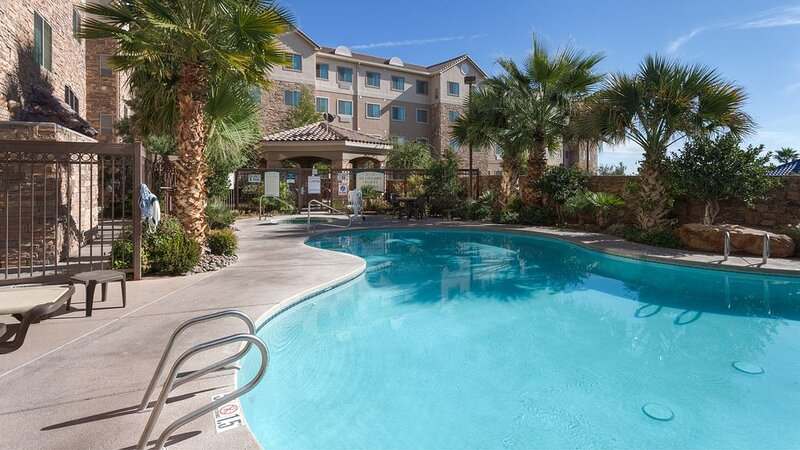 King Suite. Free Breakfast. Pool & Hot Tub. Close to New Mexico State University, holiday rental in Mesilla