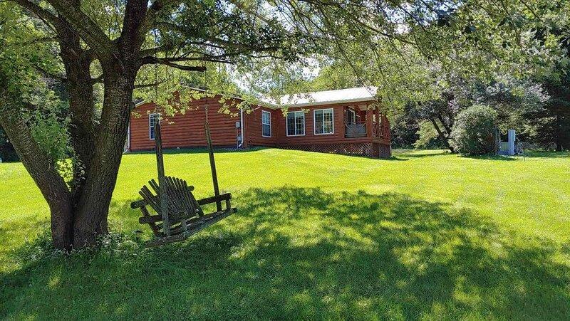 Secluded Rustic Cabin, holiday rental in La Crosse