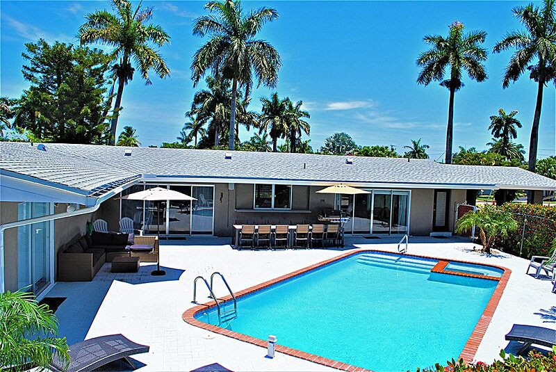 Private pool House 1 mile from Beach, Ferienwohnung in Hollywood