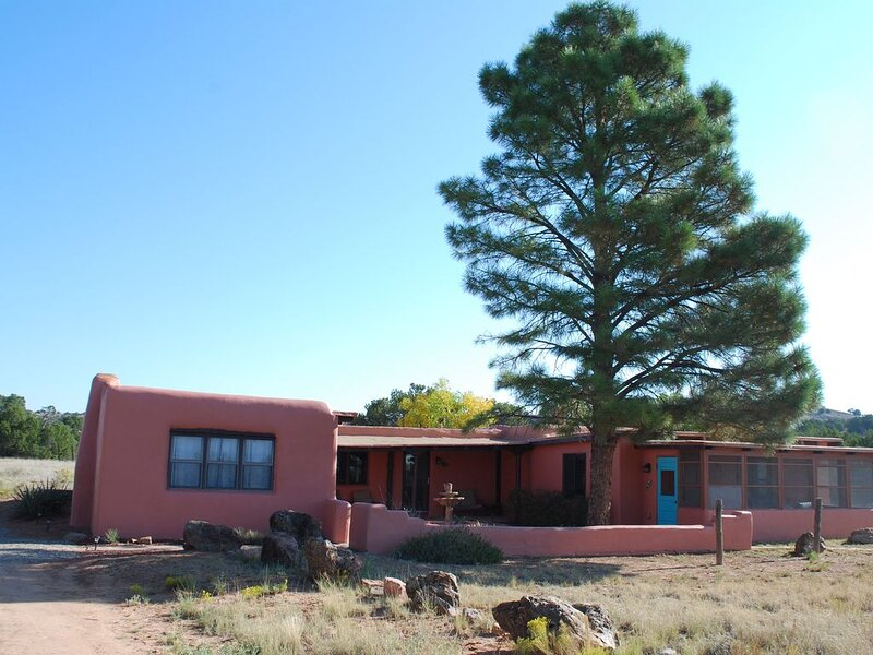 Serenity Ranch: Peaceful, Extraordinary Natural Beauty, Hike in every direction, holiday rental in Galisteo