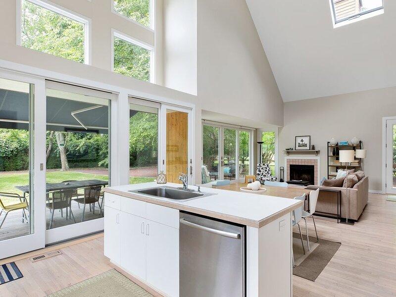 Updated Tranquil Montauk Property -Perfect Fall Rental!, location de vacances à Montauk