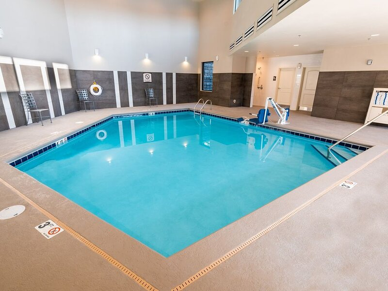 Indoor Pool + Hot Tub + Free Breakfast | Suite with Roll-in Shower Close to Koot, holiday rental in Post Falls