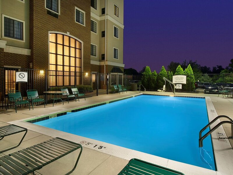 Staybridge King Suite | Free Breakfast, Pool, Gym. Near BWI Airport!, aluguéis de temporada em Linthicum Heights