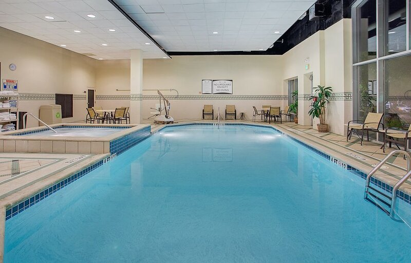Equipped Suite in Downtown Chattanooga | Free Breakfast + Pool Access, holiday rental in Signal Mountain