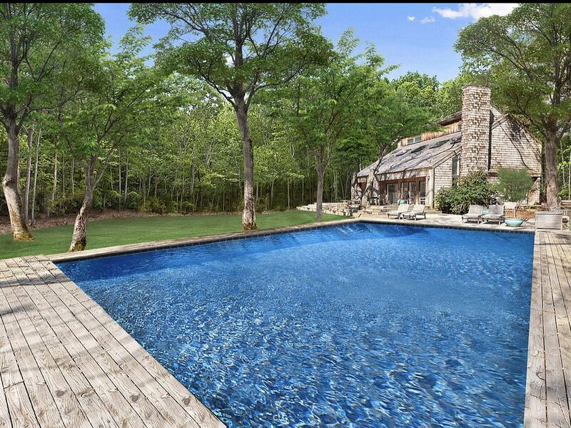 Private Oasis minutes from the beach ., vacation rental in Water Mill