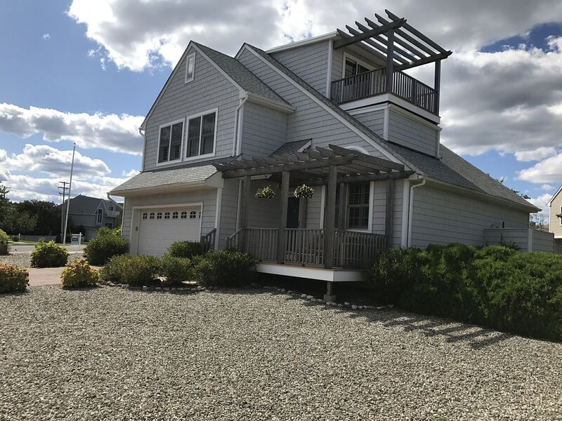 Beautiful Beach House, Walk to Manasquan Beach Come Home to Luxury, holiday rental in Howell